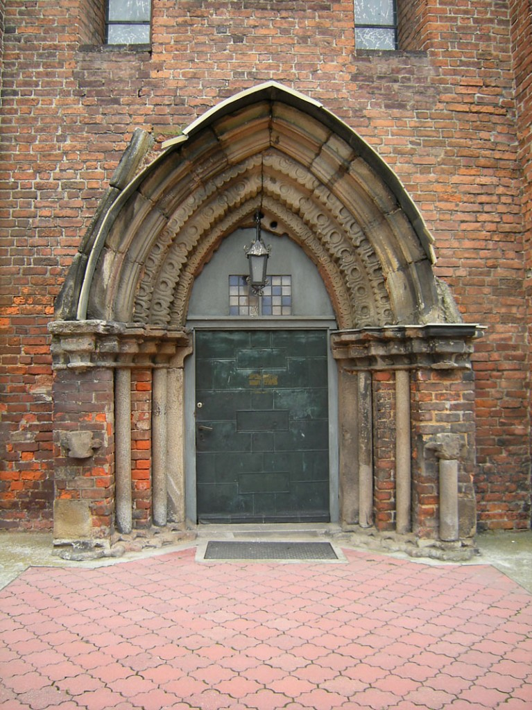 Kalkow church door